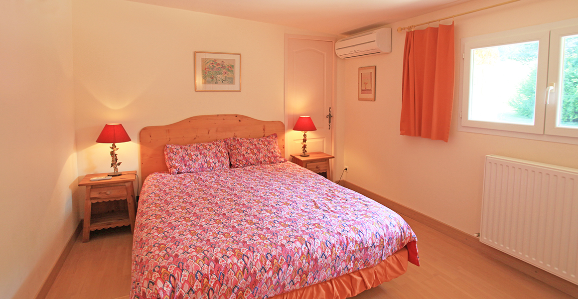 Air conditioned double bedroom 1