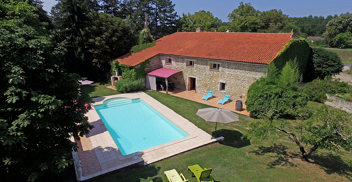 Bobie farmhouse with private heated pool