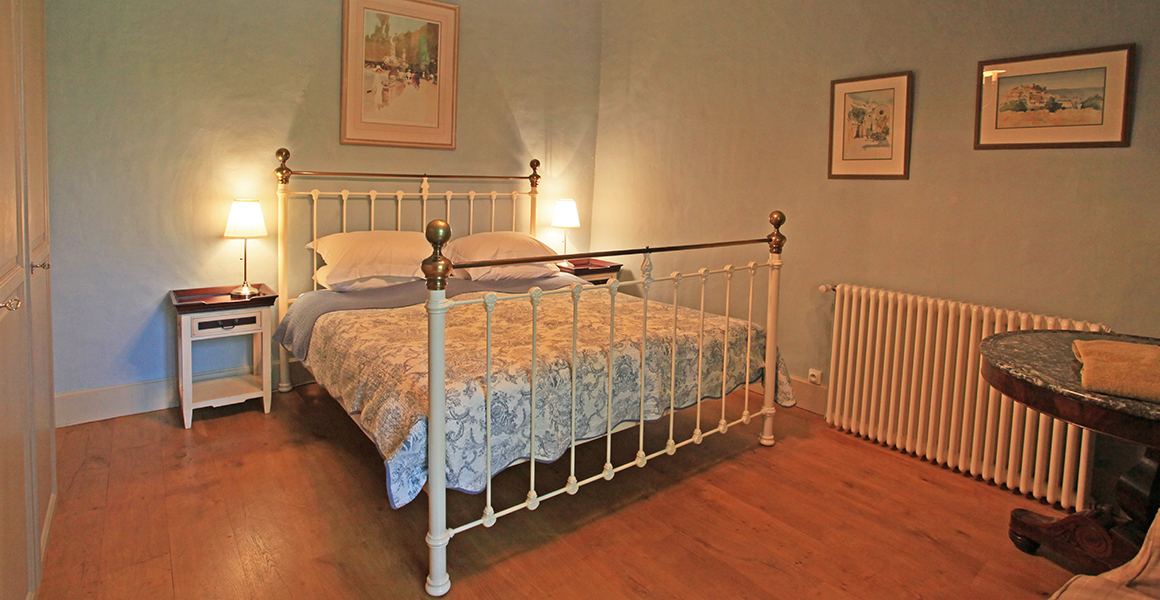Farmhouse ground floor double bedroom 1