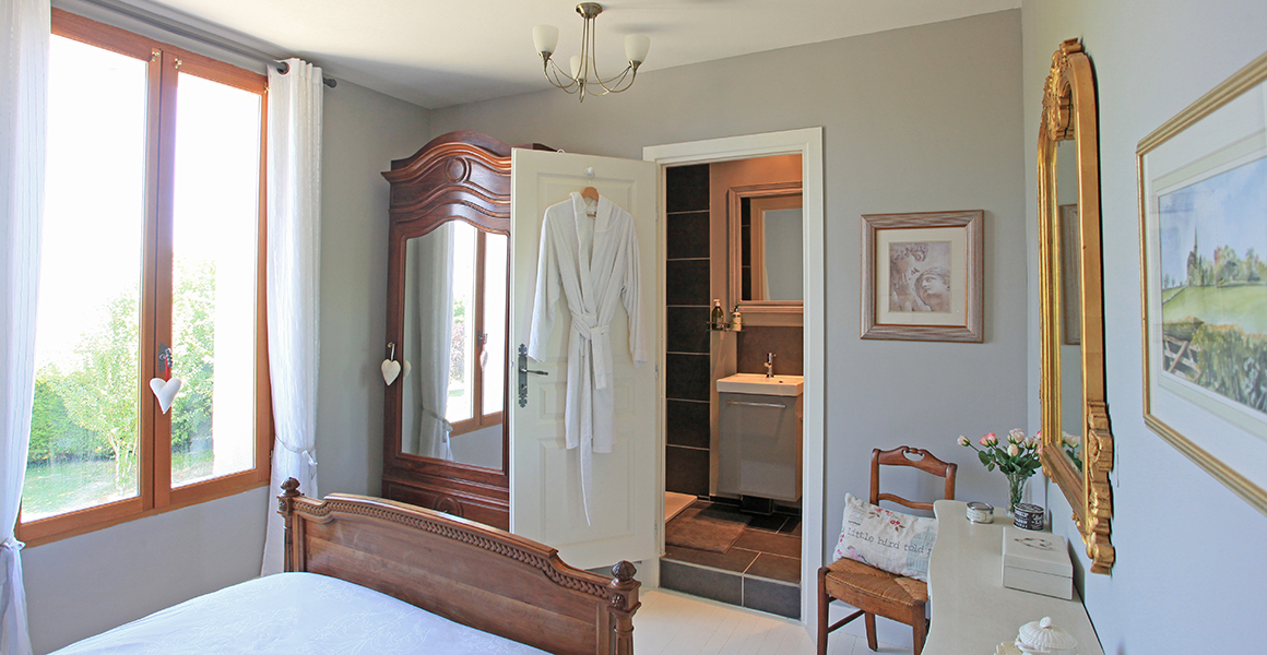 Farmhouse bedroom with ensuite shower