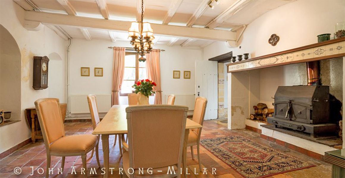 Manoir dining room