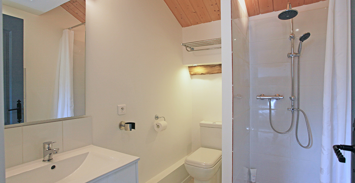 Barn double bedroom en suite shower room and WC