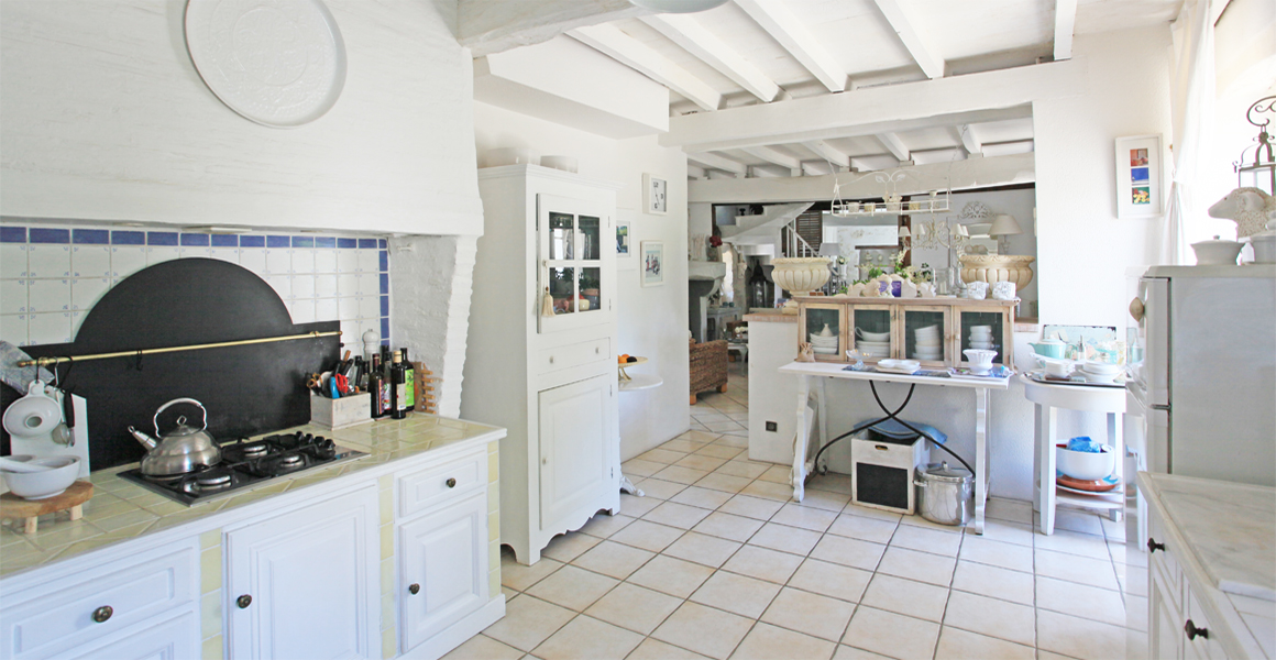 The kitchen towards the dining room