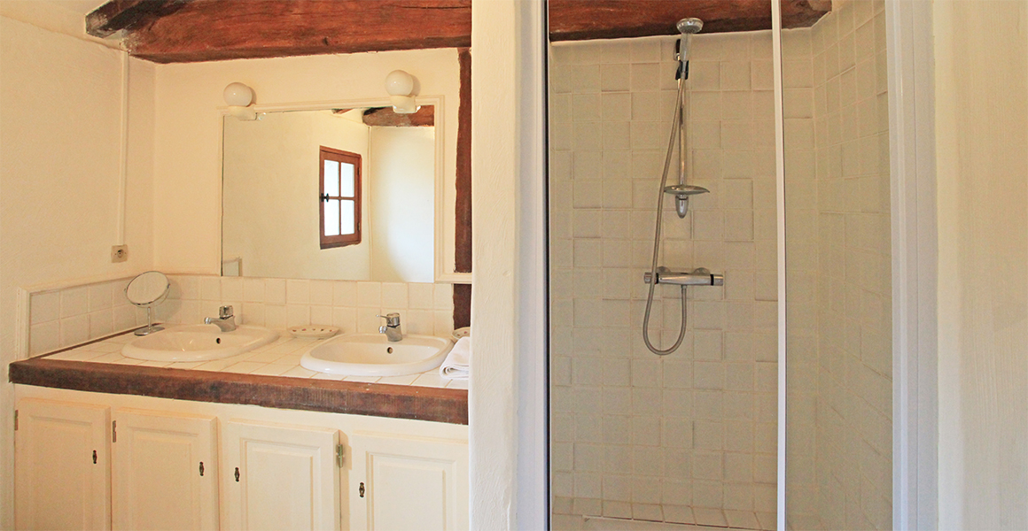 The Farmhouse first floor double ensuite shower room